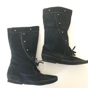 Minnetonka Fringe Mid-calf black Suede Boots 10